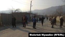 Qırğızstanın Batken regionu, Orto-Boz kəndi. Burası münaqişə yerinə yaxındır