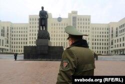 Ленін на Плошчы Незалежнасьці ў Менску