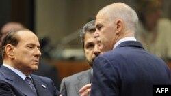 Италијанскиот премиер Силвио Берлускони и довчерашниот грчки премиер Јоргос Папндреу.