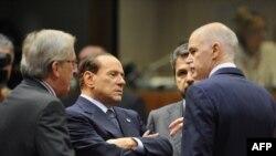 نخستوزیران یونان (راست) و ایتالیا (وسط) دو کشور بحران زده حوزه یورو