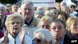 Пенсионеры Германии уже возражали против снижения снижения своих доходов (Берлин, 2003 год)