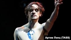 Танцівник Сергій Полунін із татуюванням президента Володимира Путіна на грудях, жовтень 2019 року