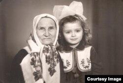 Я маленька з бабусею Параскою
