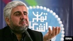 فرهاد رهبر از آخرین مدیران رده بالای دولت محمود احمدینژاد به شمار میآید که در دولت کنونی همچنان سمت خود را حفظ کرده بود
