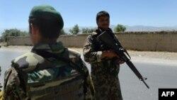 Үкімет әскерлері қауіпсіздікті бақылап тұр. Ауғанстан, 19 маусым 2013 жыл.
