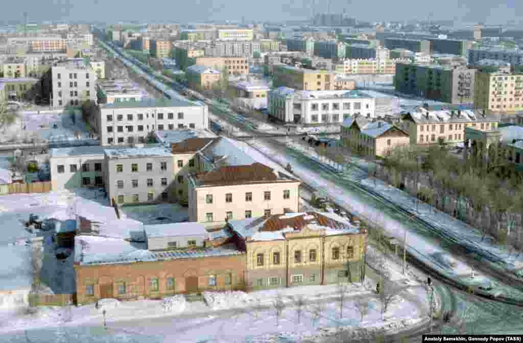 During the Soviet era, the town (pictured in 1979) was chosen as one of the centers for an ill-fated project to transform the steppes of the Kazakh Soviet Socialist Republic into a sea of wheat.