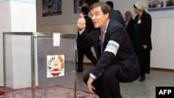 ОБСЕ гордится тем, что ее наблюдатели прошли через десятки выборов. Финский парламентарий на избирательном участке в Душанбе