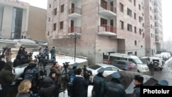 Armenia -- Police officers cordon off an apartment building in Yerevan where former National Security Service Director Georgi Kutoyan was found dead, January 17, 2020.