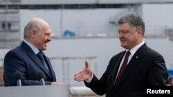 Президент України Петро Порошенко (п) та його білоруський колега Олександр Лукашенко, Чорнобильська АЕС, 26 квітня 2017 року