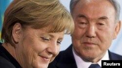 Ангела Меркел жана Нурсултан Назарбаев Берлиндеги басма сөз жыйында. 8-февраль, 2012-жыл.