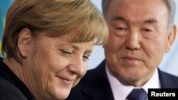 Канцлер Германии Ангела Меркель и президент Казахстана Нурсултан Назарбаев на встрече в Берлине 8 февраля 2012 года.