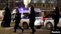 Руски специјалци пред зградата на ФСБ