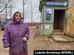 Анна Захаровна рядом с почтой