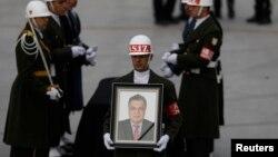 Tijelo ubijenog ruskog ambasadora prevezeno je avionom u Moskvu