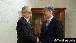 Президент Кыргызстана Алмазбек Атамбаев принял генерального секретаря Совета сотрудничества тюркоязычных государств Халила Акынджы.