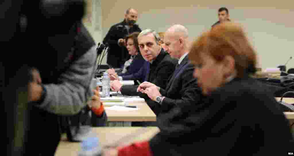 МАКЕДОНИЈА - Основното јавно обвинителство за гонење на организиран криминал и корупција денеска до Основниот кривичен суд - Скопје достави Обвинителен акт против пет физички лица и едно правно лице за случајот со Меѓународниот сојуз, соопштија од обвинителството.