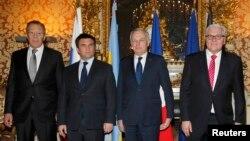Перед початком зустрічі: Лавров, Клімкін, Еро, Штайнмаєр (л>п). Клімкіна цього разу поставили поруч із Лавровим, але, заявив він, «схоже, ніякому прогресу з Росією це не сприяє»