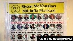 Siyasi məhbuslar banneri - 26 dekabr 2018