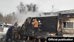 Бескөлдегі өртенген үй. Солтүстік Қазақстан облысы, 19 желтоқсан 2019 жыл.