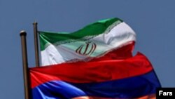 Հայաստանի եւ Իրանի պետական դրոշները