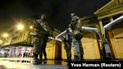 Бельгійські солдати патрулюють центр Брюсселя. 21 листопада 2015 року