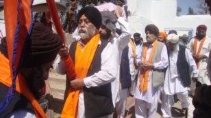 Ауғанстандық сикхтар Висакх мейрамын тойлап жатыр. Нингархар, 11 сәуір 2012 жыл.
