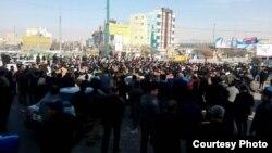 از تصاویری که در شبکههای اجتماعی از «تجمع روز جمعه کرمانشاه» منتشر شده است