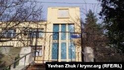 В этом крыле дома №3 по улице 7 Ноября сейчас располагается российская районная прокуратура