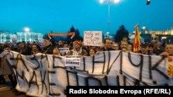 Jedan od protesta protiv dvojezičnosti u Skoplju, na kojem je napadnuta ekipa televizije A1