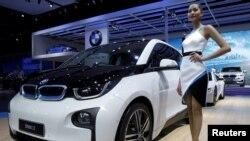 Model BMW-a na sajmu automobila u Frankfurtu, fotoarhiv