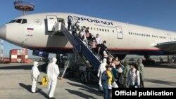 Москва-Бишкек багытындагы чартердик учак «Манас» аэропортунда. 14-июнь, 2020-жыл.