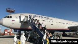 14-июнда Москва-Бишкек авиакаттамы менен Бишкекке келген жарандар. 2020-жыл.