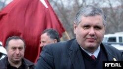 Последней каплей, наполнившей чашу терпения Давиташвили, стал оправдательный приговор, который суд вынес вчера экс-министру обороны Бачо Ахалая