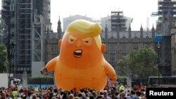 "Запуск надувного ""младенца Трампа"" в Лондоне"