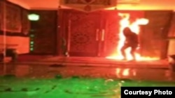 Setting fire to the entrance of Javad al-Aemmeh mosque in Tehran