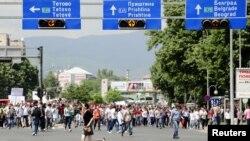 Архивска фотографија: Протести на Албанци во Скопје поради апсењата во полициската операција Монструм. 11 мај 2012.