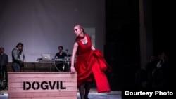 """Iz predstave """"Dogvil"""" Kokana Mladenovića"""