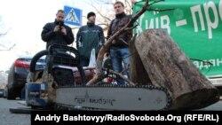 Міліцію просять зупинити вирубку Биківнянського лісу