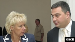 Dolidze (right) with Terhi Hakala, head of the OSCE Mission to Georgia, in July 2008
