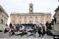 Флешмоб в поддержку фильма Pussy vs Putin в Риме