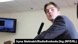 Роман Ратушний – один із 84 потерпілих у справі щодо розгону Євромайдану в ніч на 30 листопада 2013 року в залі Шевченківського районного суду міста Києва, 29 липня 2015 року