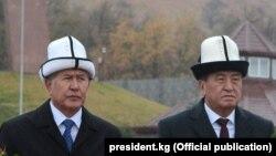 Алмазбек Атамбаев и Сооронбай Жээнбеков, комплекс «Ата-Бейит», 7 ноября 2017 г.