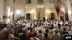 Vjernici tokom molitve u jednoj od sarajevskih džamija