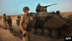 Түркияның Сириямен шекарасы аймағында тұрған түрік әскері. 4 қазан 2012 ж.