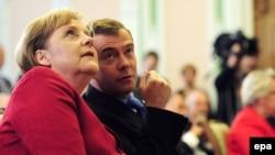 Российский президент Дмитрий Медведев и канцлер Германии Ангела Меркель договорились о российско-германском учебнике истории.