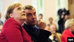 Angela Merkel şi Dmitri Medvedev
