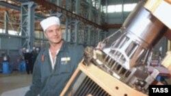 تولید سوخت اتمی نیروگاه بوشهر در مجتمع نووسیبرسک روسیه صورت می گیرد.