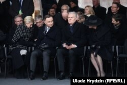 Президенти Польщі та Литви Анджей Дута та Гітанас Науседа з дружинами на церемонії поховання