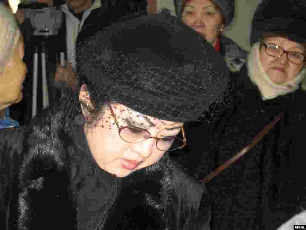 Макпал Жунусова в зале суда по ее иску против городского департамента полиции. Алматы, 24 января 2006 года. - Макпал Жунусова в зале суда по ее иску против городского департамента полиции. Алматы, 24 января 2006 года.