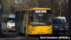 По данным мэрии, обеспеченность Бишкека автобусами и троллейбусами составляет около 20%.